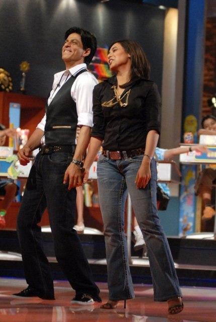 Шахрукх Хан и Рани Мукхерджи на сцене