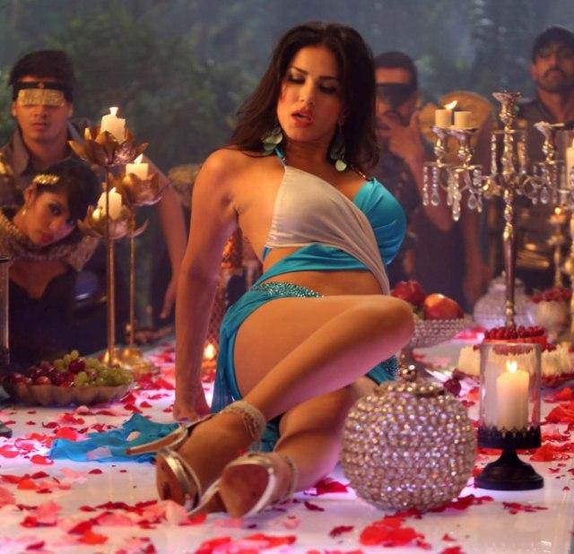 Санни леоне фильм фото, кончают струей секс видео